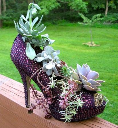 upcycled-shoe-planter