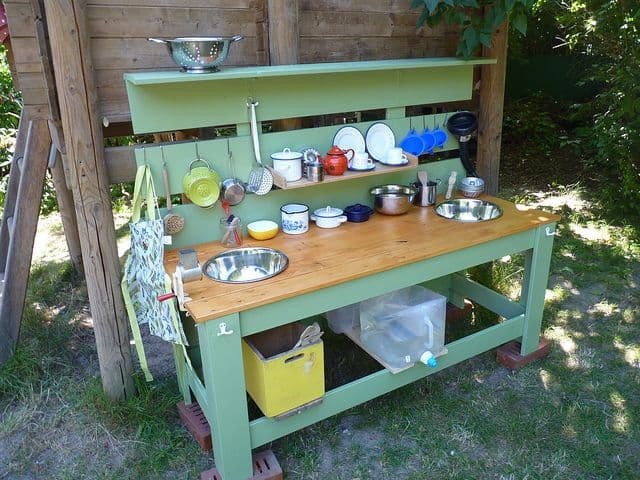 diy-mud-kitchen-guide