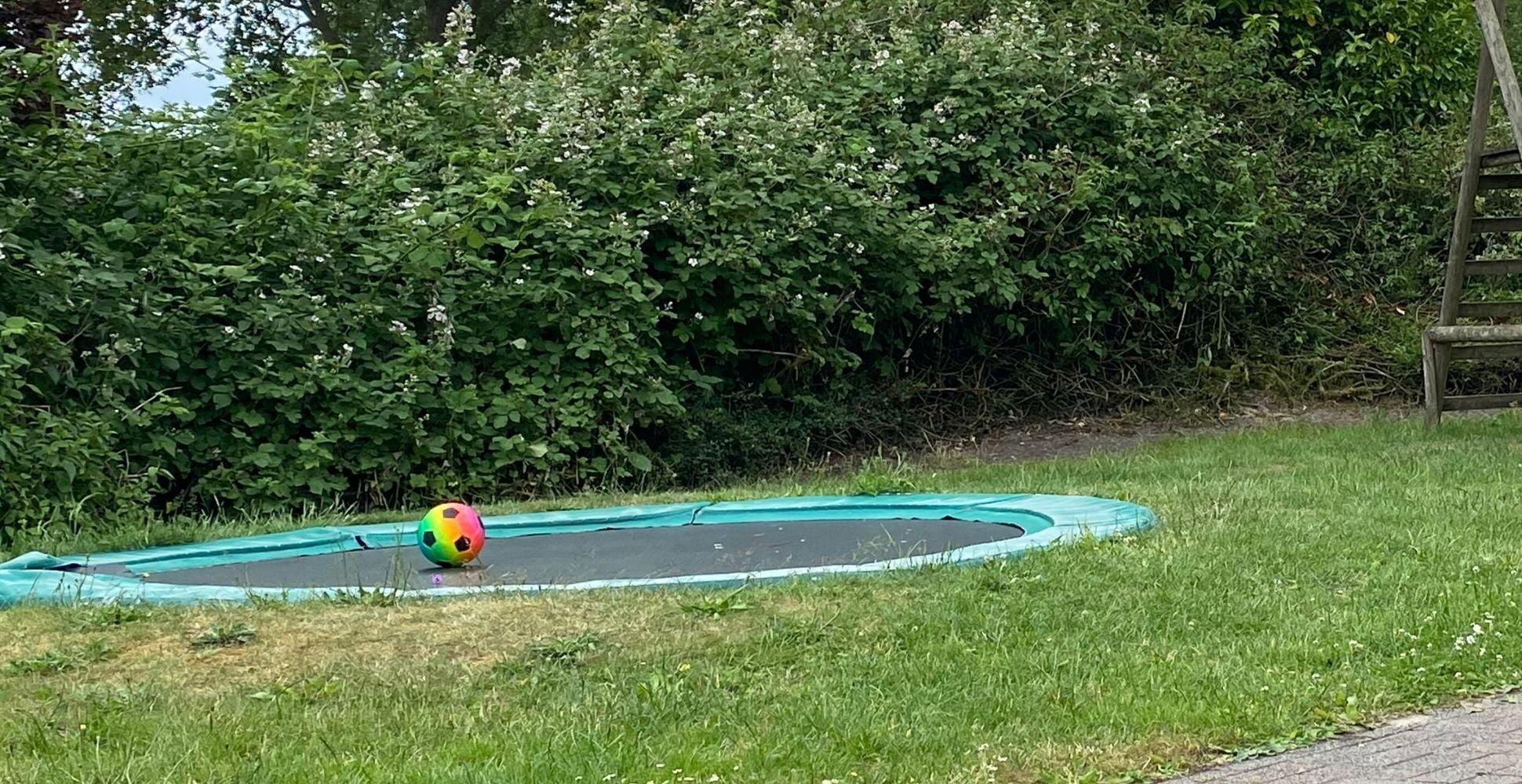 diy-sunken-trampoline