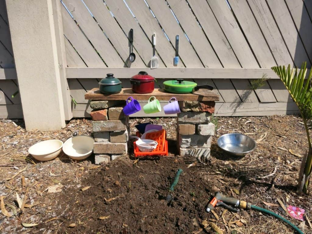 simple-mud-kitchen-ideas
