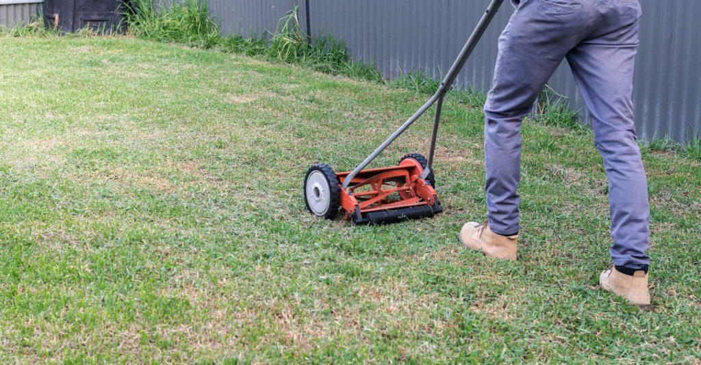 hand-push-lawnmower