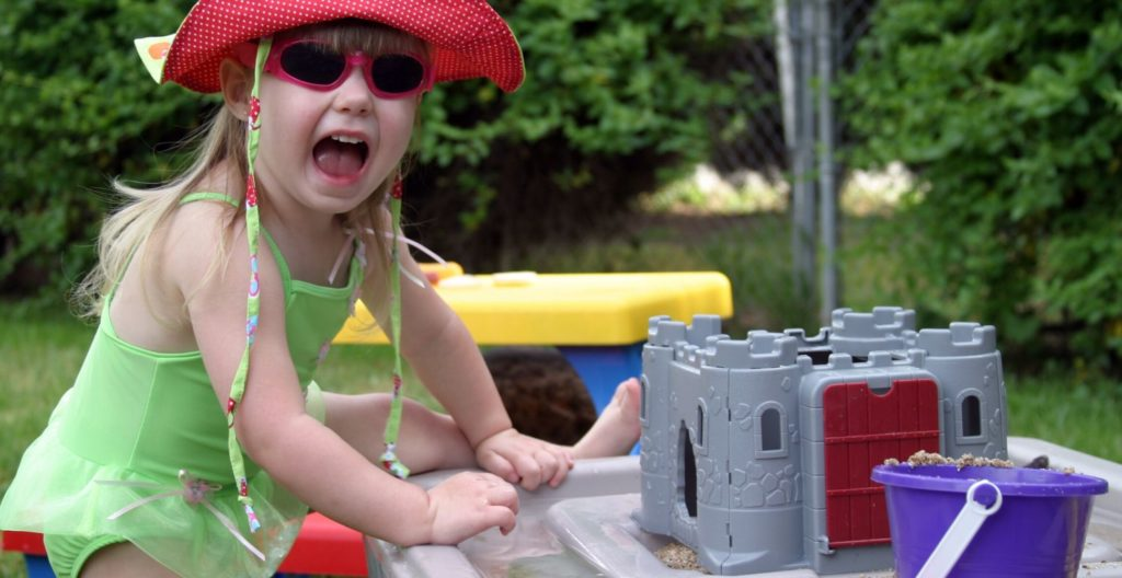 best-sand-and-water-table-for-kids