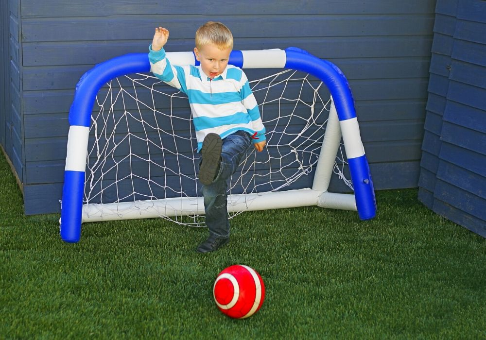 artificial-grass-benefit-kid-friendly