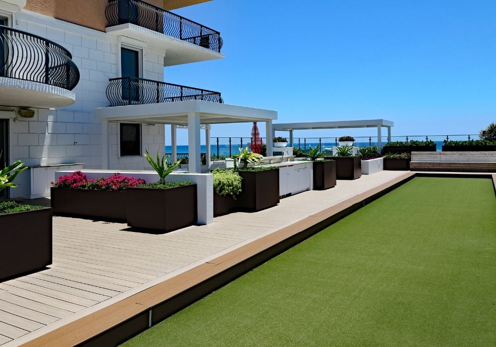 artificial-grass-benefit-perfect-for-holiday-homes-rentals