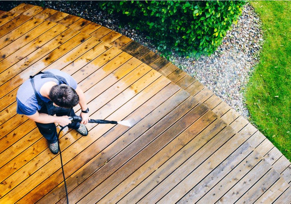 cleaning-garden-decking