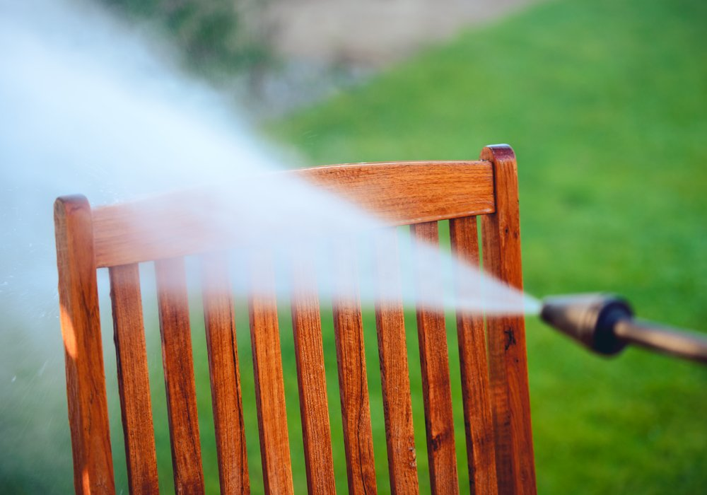 cleaning-outdoor-furniture