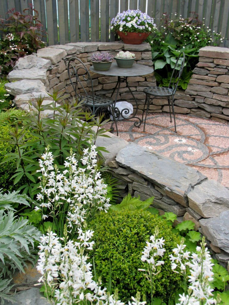22. Curved Garden Wall