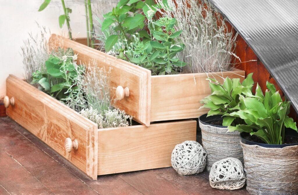 22 Garden Ideas On A Budget For A Beautiful Stylish Garden