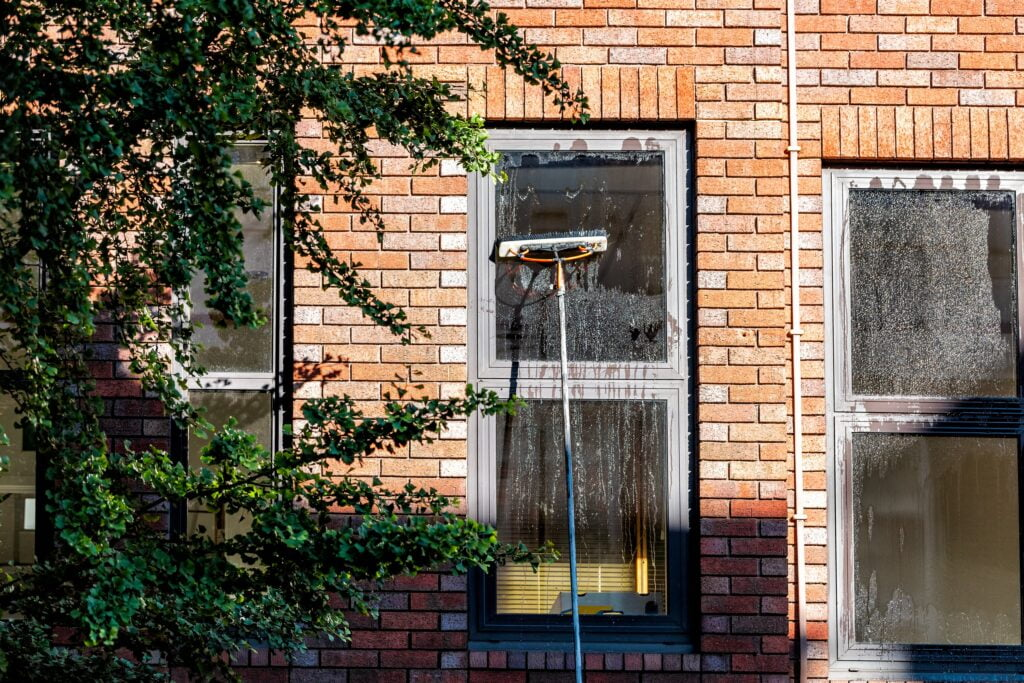 cleaning-windows-kerb-appeal