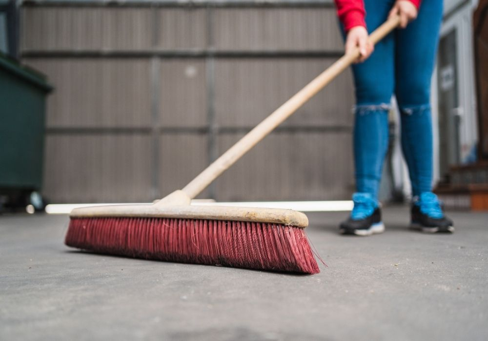 cleaning-garage-floor
