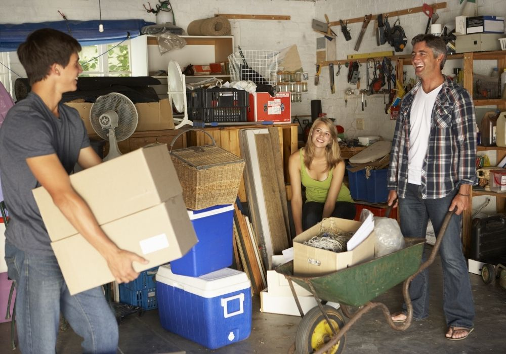 clearing-out-garage-clutter