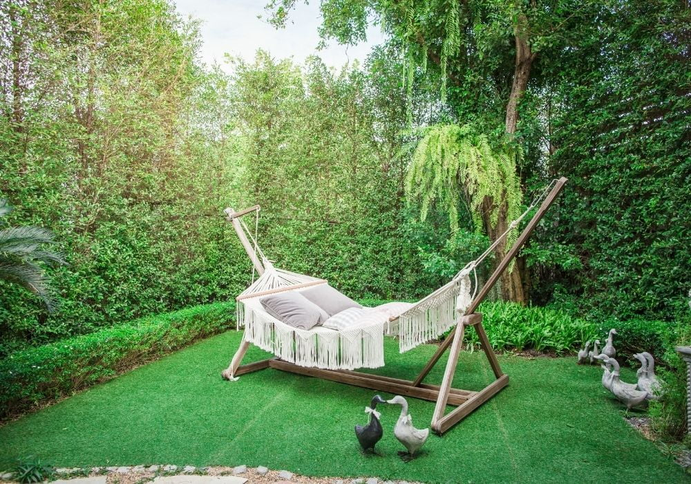 garden-hammock-with-wooden-stand