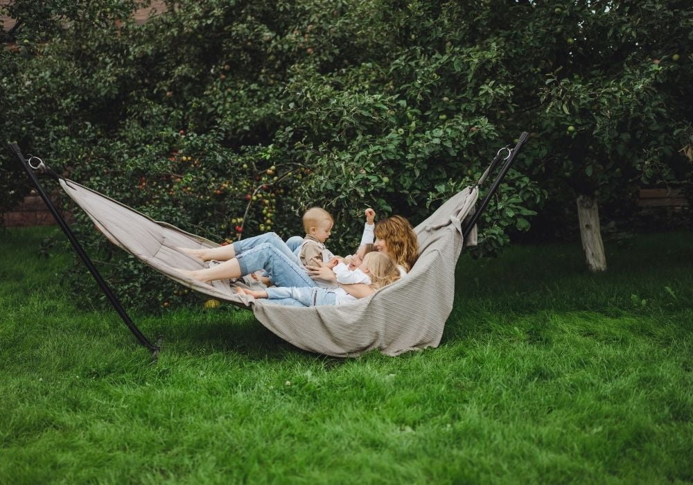 mum-and-kids-having-fun-in-a-hammock-in-garden