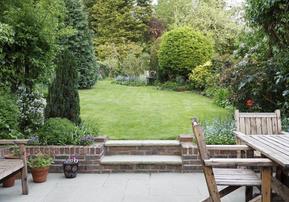 typical-english-back-garden