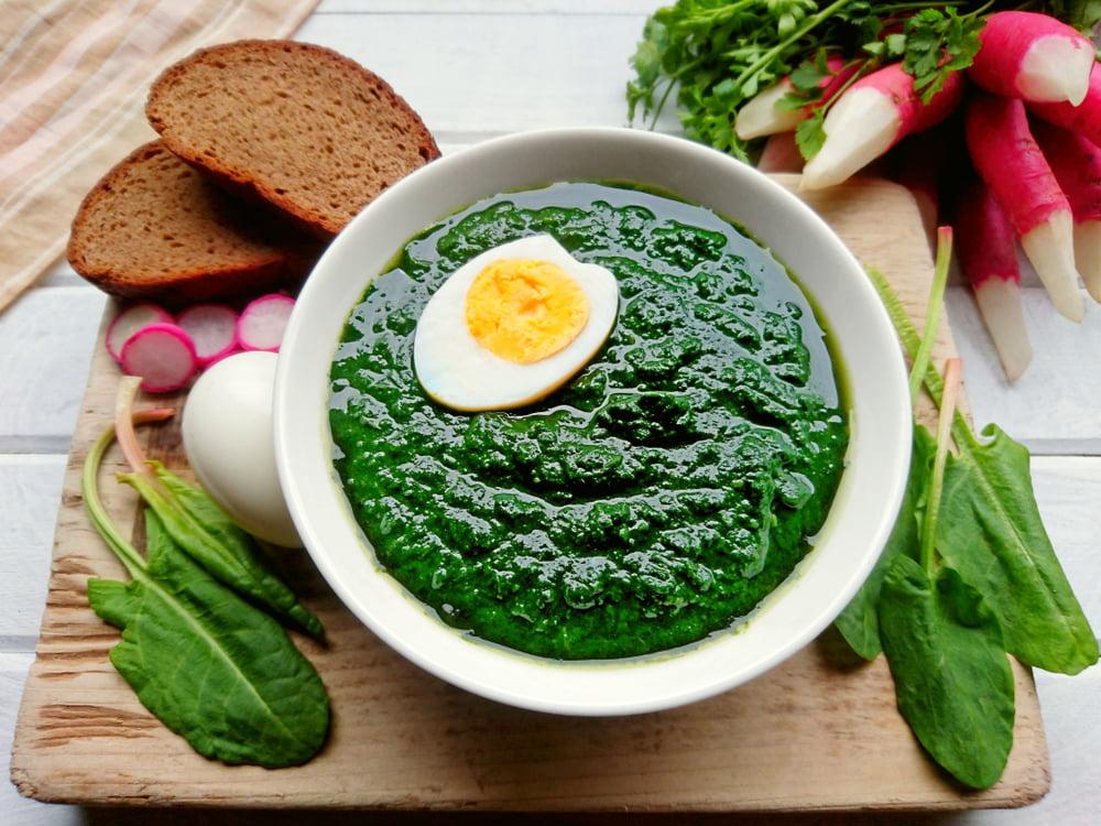 Sorrel soup in bowl